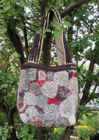 Фото. Авторская сумка: лоскутки тканей подходящего цвета и художественная стежка. Автор работы - larissaherisson