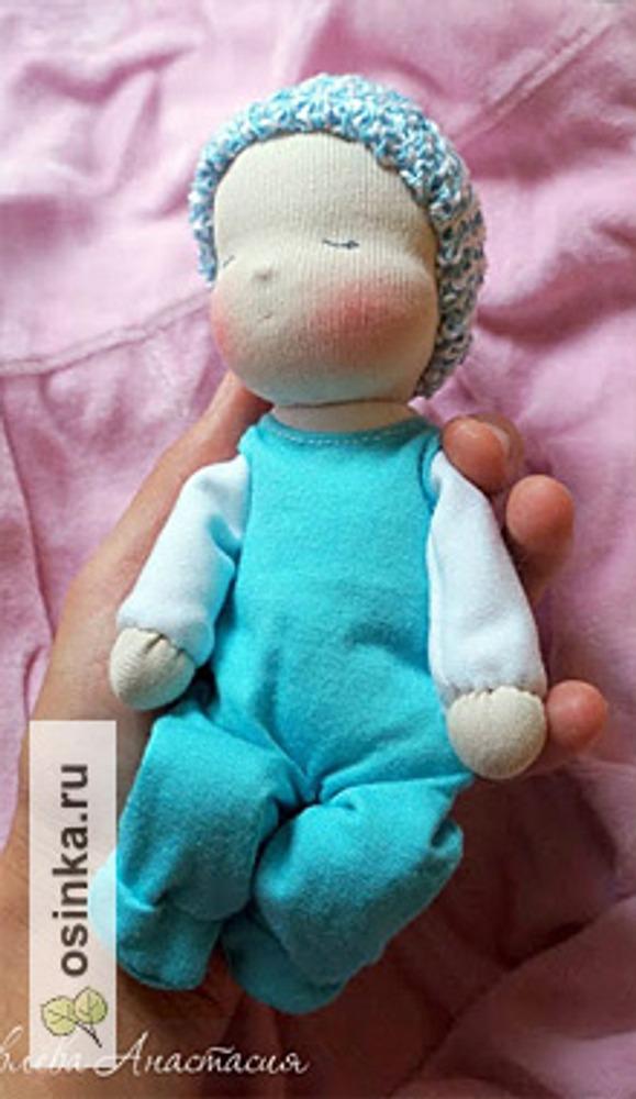 Фото. Настоящая вальдорфская кукла-малыш, ее можно укачивать на руках и класть в коляску. Только натуральные материалы. Автор Буська .