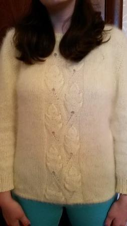 Фото. Связался дочке новый свитерок из ангоры.