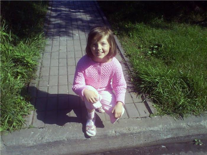 Фото. Первая законченная  вещь крючком - жакетик для дочи из Бегонии.