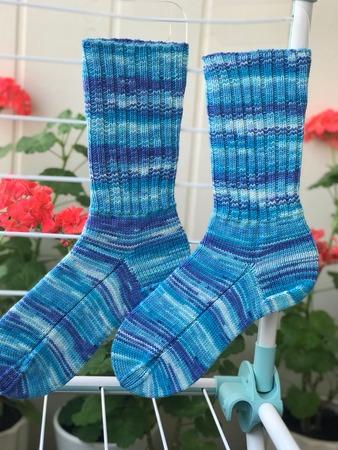 Фото. Носки из носочной пряжи On linie Supersocke Silk-Color, 100гр-400м 55%-шерсть,25%-полиамид,20%-шелк спицы-№3, размер-38 Автор работы - Ларачка