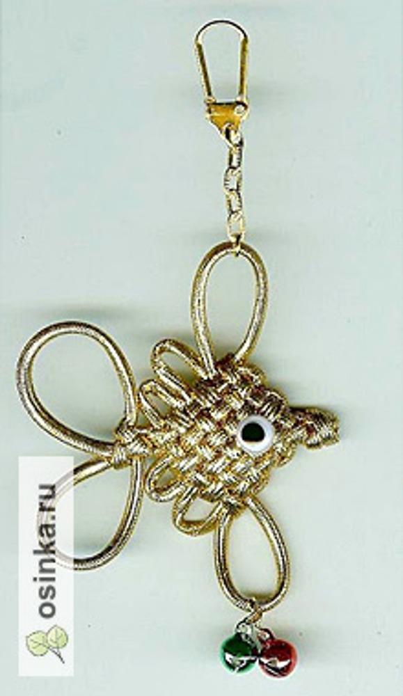 Фото. Брелок-рыбка. Металлизированный эластичный шнур, техника макраме. Автор - косатка .