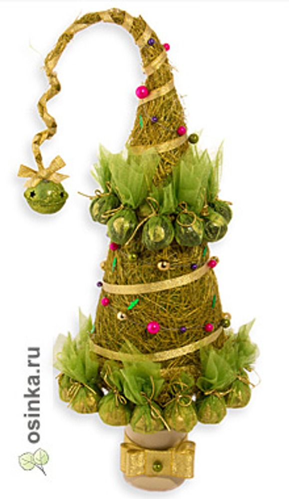 Фото. Топиарий-елочка, как и положено, зеленый и украшен конфетками. Автор работы - Tatiana-sweet .