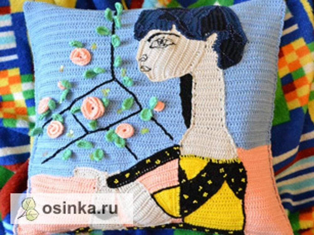 """Фото. Подушка а-ля Пикассо, картина """"Жаклин в цветах"""". Автор работы - Veselunka ."""