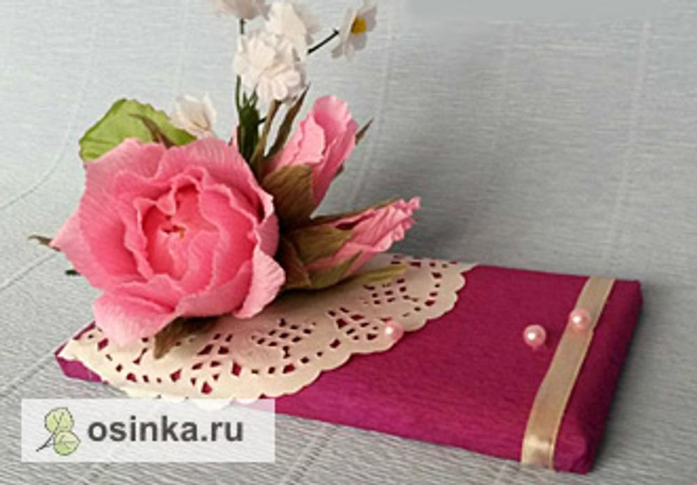 Фото. Конфетными цветами можно декорировать подарки. Автор работы - klima77777 .