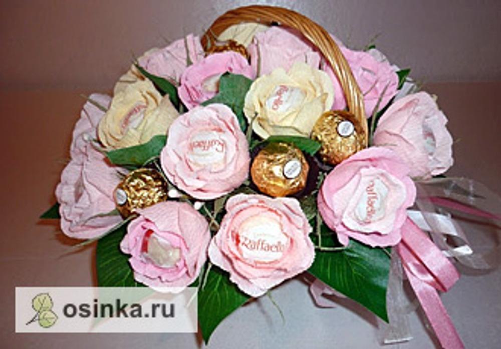 Фото. Корзина с розами - тоже подарок, на юбилей! Автор работы - КонфетнаяЖрушка