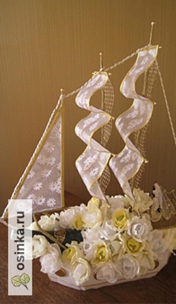 Фото. Сладкий кораблик - отличный подарок ко Дню Свадьбы. Автор работы - DecoIra .