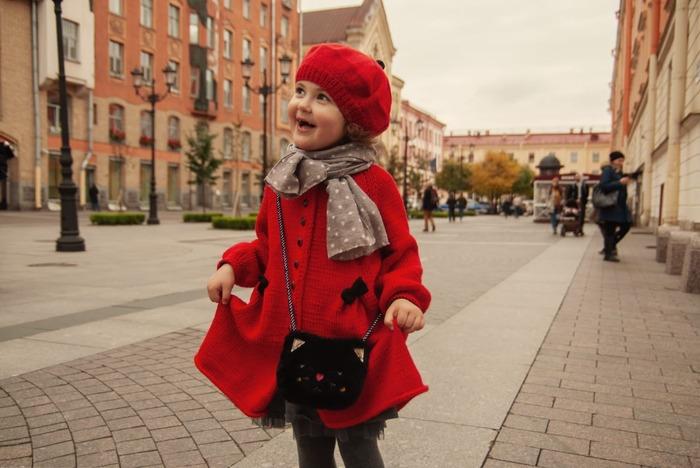 Фото. Пальто для внучки, связанное в прошлом году. Внучка подросла и оно впору!