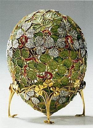 """Фото. Пасхальное яйцо """"Клевер"""", мастерская К. Фаберже, 1902. Оружейная палата."""