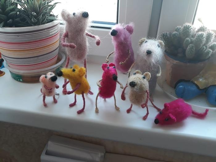 Фото. В ожидании Нового года - мышиное семейство. Автор работы - Инчи
