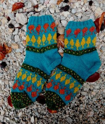 Фото. Когда хотелось связать носочки, яркие как сама осень.  Пряжа - дундага 6/1 + тонкий полиамид, спицы 2,75. Автор работы - Тьюлип