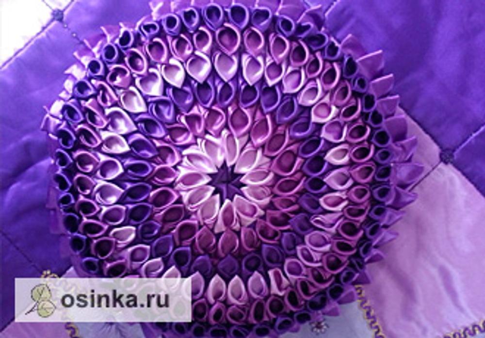 Фото. Подушка в технике канзаши. Автор работы - artemrm .