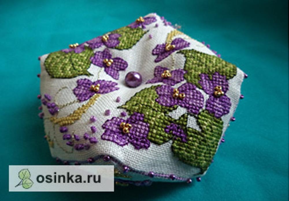 """Фото. Бискорню """"Фиалка"""": вышивка крестом, бисер. Автор работы - Lusinka ."""