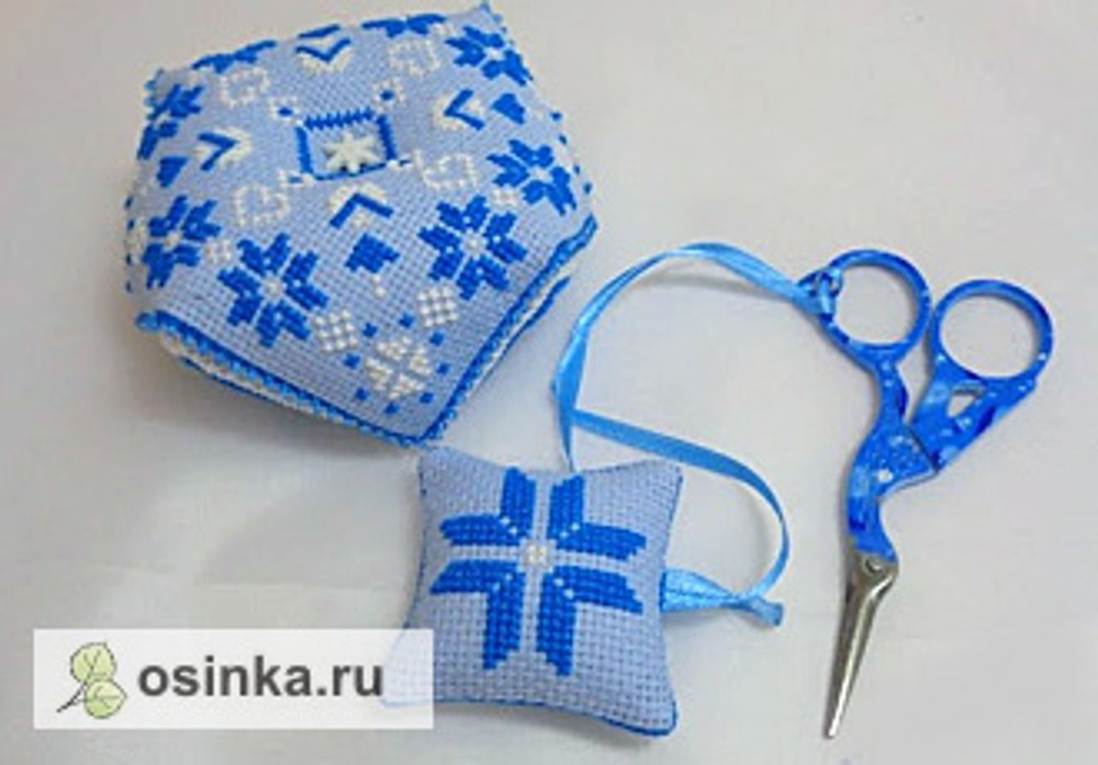 Фото. Набор для рукодельницы - бискорню и маячок для ножниц в форме подушечки. Автор работы - tanyushka77 .