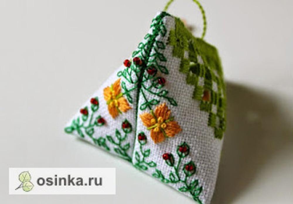 Фото. Берлинго с цветочными мотивами. Счетная вышивка. Автор - Sp_arrow .