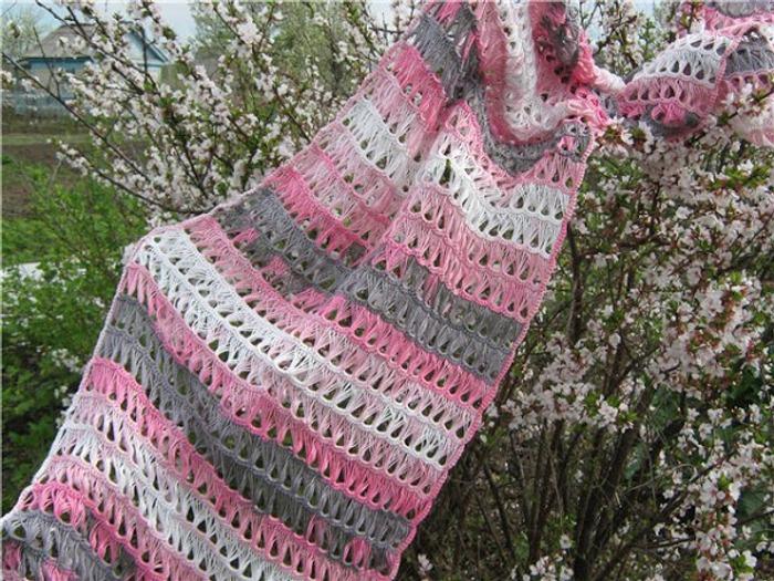 Фото. Розовый палантин брумстиком.   Автор работы - Chasik