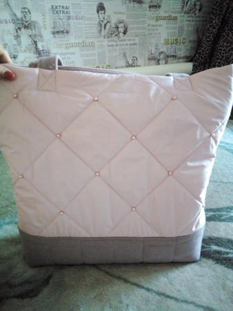 Фото. Совсем простая сумка из стежки, украшенная бусинами, становится стильным дополнением к пальто.  Автор работы - мамочкаИрочка
