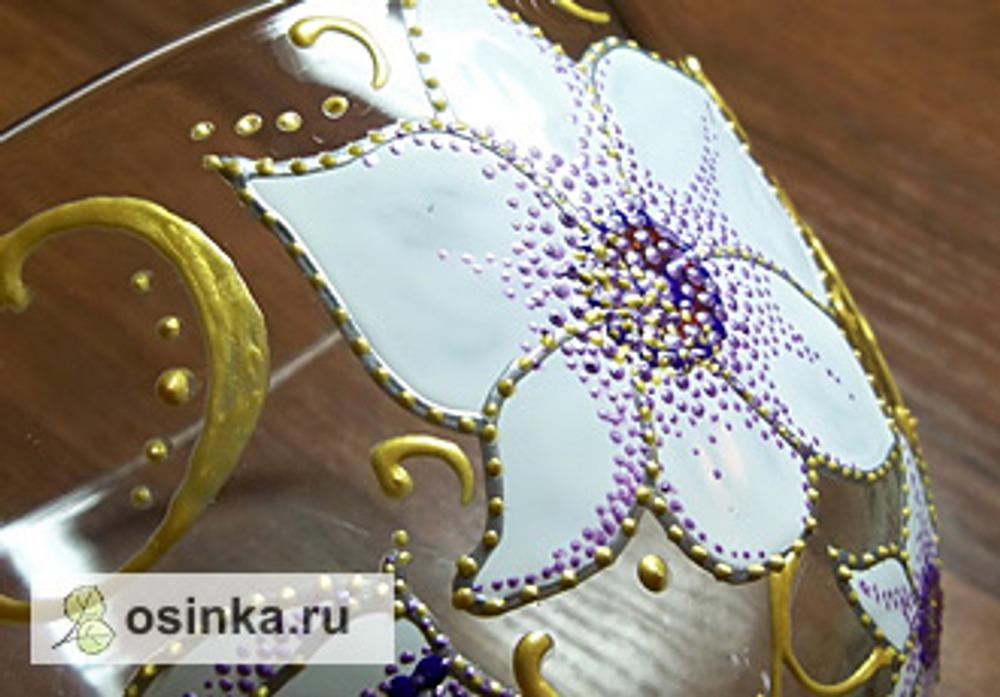 Фото. Точки могут украшать и фрагмент изделия. Роспись стеклянного бокала. Автор работы - Солнце- Наташа .