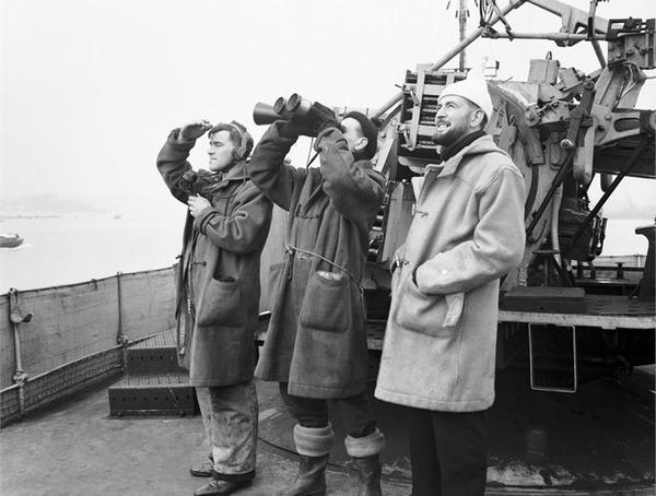 Фото. Английские моряки в дафлкотах.