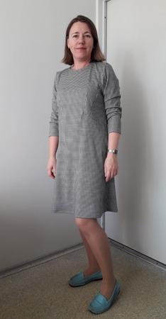 Фото. И ещё одно платье. Сделать ни спинке вытачки или так оставить?