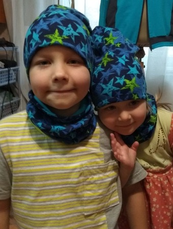 Фото. Сшила своим любимкам шапки и бафы. Хотели одинаковые....