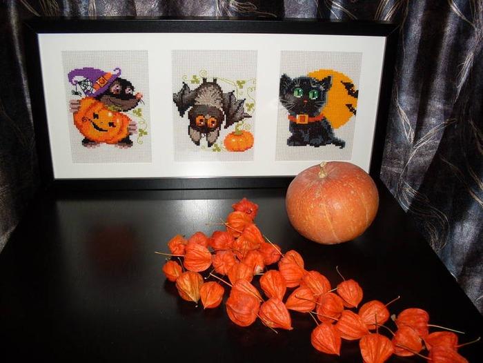 """Фото. Хэллоуин. Три вышивки от """"Риолис"""" в одной раме. Автор работы - Любимые крестики"""