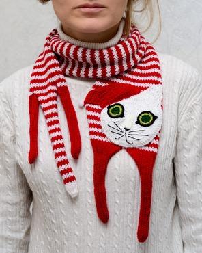 """Фото. """"Рождественский"""" котошарфик. На самом деле их два и они достались влюбленным в Нижнем Новгороде."""