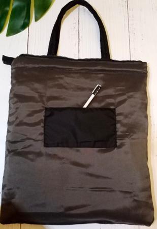 Фото. Сумка - шоппер из плащевки можно складывать и носить с собой.  Автор работы - narzisik