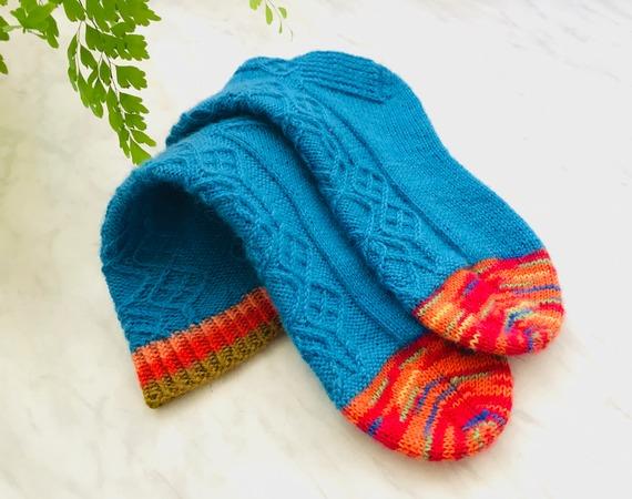 Фото. А у - Предвкушение любовь к носочка рождена на Осинке давно и на всегда. Носки по описанию Оли @floralwool, спицы 2,5, пряжа носочная Alize Superwach 420 м /100 г -расход 67 г