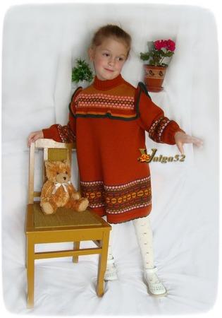 """Фото. """"Мамино платье"""". Связано много лет назад на """"Северянке"""" для дочери. Сейчас оно в пору ее дочке - моей младшей внучке."""