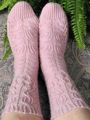 Фото. Носки The Magic Flower of Fern Socks by Liliya Patashka, это в первую очередь красивый узор. Автор работы - vanady