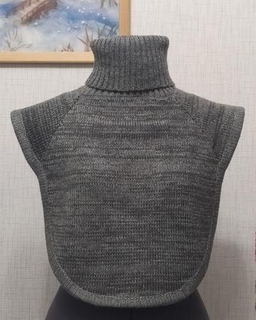 Фото. Манишка, машинное вязание.  Автор работы - fialk