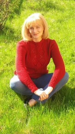 Фото. Пуловер Charlecote от Аманды Джонс, журнал The Knitter, Issue 91.