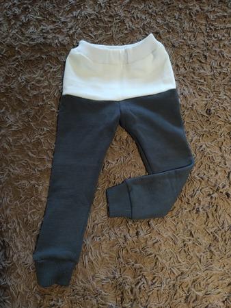 Фото. Теплые штанишки, сшитые из маминой толстовки. Узнали в штанинах бывшие рукава?  Автор работы - Натик Каркуша