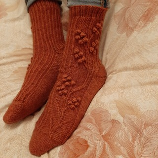 Фото. Носки Bacchus Socks от дизайнера Alice Bell.  Автор работы - Marasi