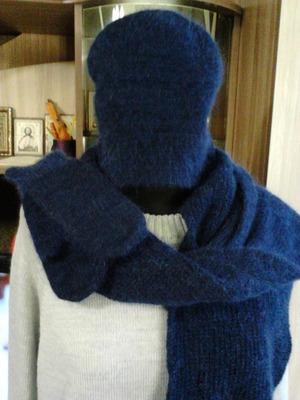 Фото. Шапка, варежки и шарфик.  Автор работы - татата