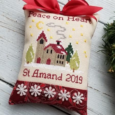 Фото. Новогодняя подвеска с вышивкой. Автор работы - Rish
