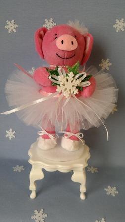 Фото. Символ года - Свинка-балеринка из флиса. Автор работы - MamaRa1706