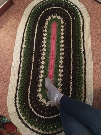Фото. Прикроватный коврик,утилизация остатков шнура.  Автор работы - Светик 1510