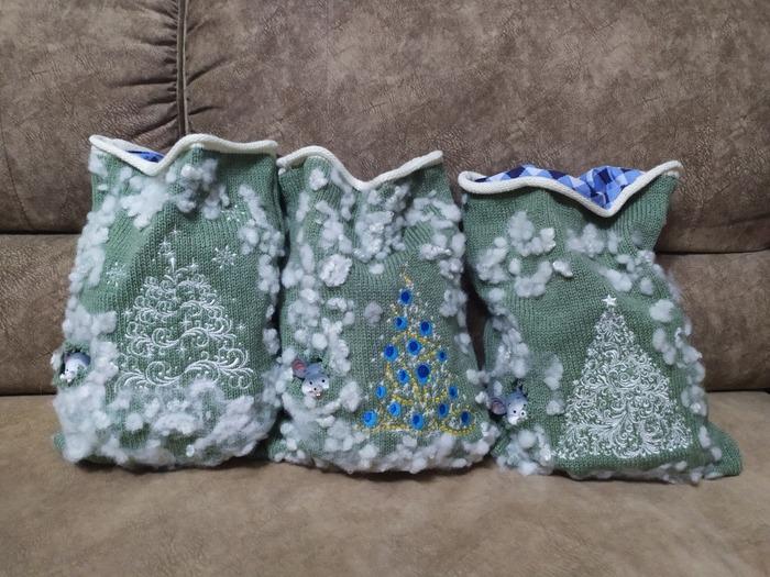 Фото. Вязаные мешочки для подарков. Автор работы - fialk