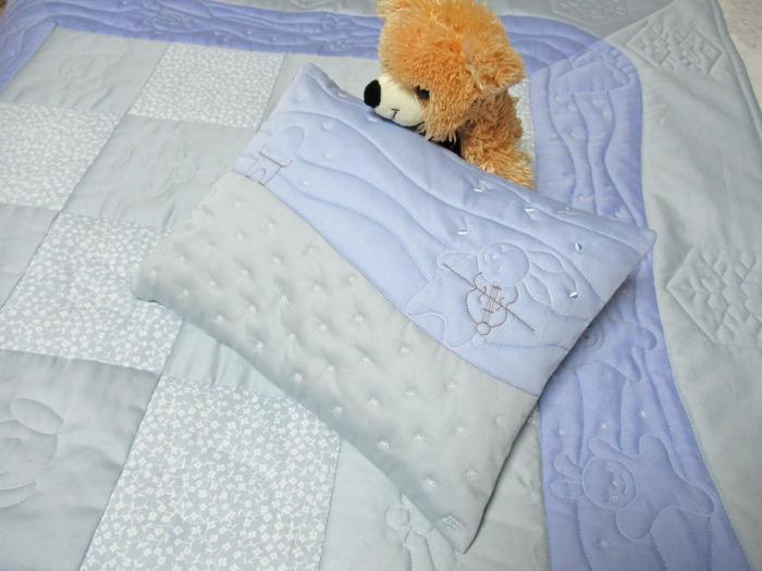 Фото. Одеяло и подушка для новорожденного. Автор работы - АнюткаФ