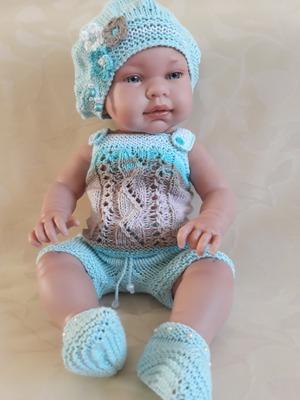 Фото. А кто-то из мастериц предпочитает вязать наряды для малышей. Автор работы - Natali30rus