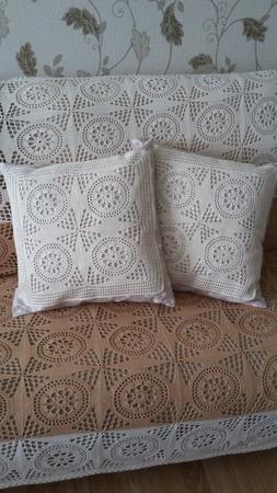 Фото. Вязаные диванные подушки.   Автор работы - Chasik