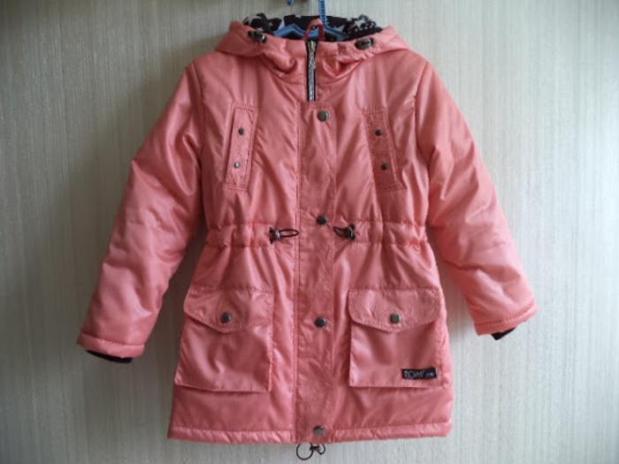 Фото. Курточка по выкройке парки. К плащевке такого цвета проблематично было подобрать молнию, пришлось сыграть на контрасте.