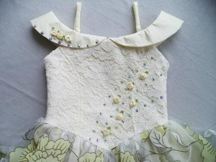 Фото. Платье для Насти из старого, украшено розочками и стразами.