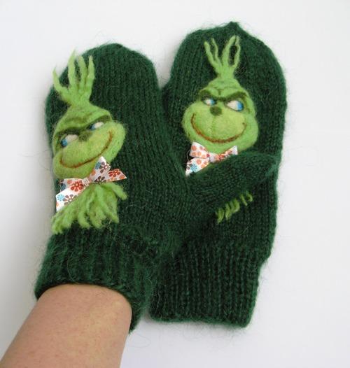 """Фото. Варежки зеленые из мохера """"Гринчу, укравший Рождество!""""  Автор работы - IrinaS."""