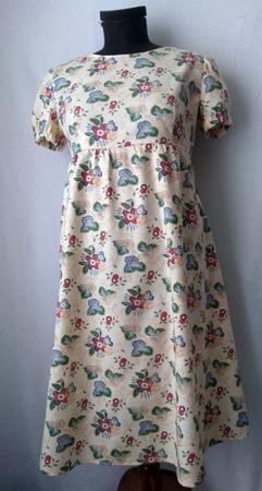 Фото. Домашнее платье из замечательного хлопка! Ткани было прямо таки мало, поэтому сшивная юбка спинки и рисунок в разных направлениях кое-где.