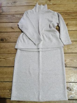 Фото. Тёплый костюм свитер с высоким горлом и юбка-миди. Автор работы - Юля Мячик