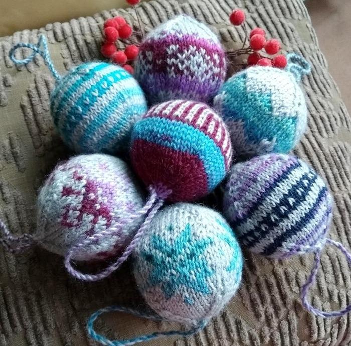 Фото. Вязаные елочные шары.  Автор работы - fire82