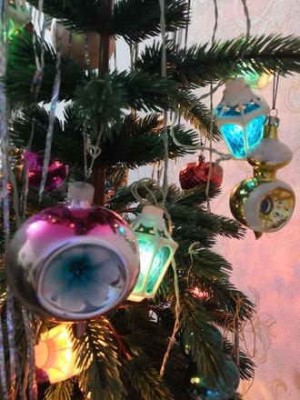 Фото. Говорят, что такие  шары с выемкой символизировали звезды. Не кремлевские, а космические.  Фото - Апрель